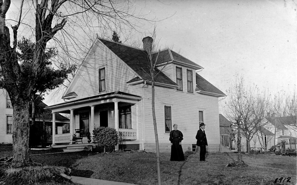 Caption: 1912.