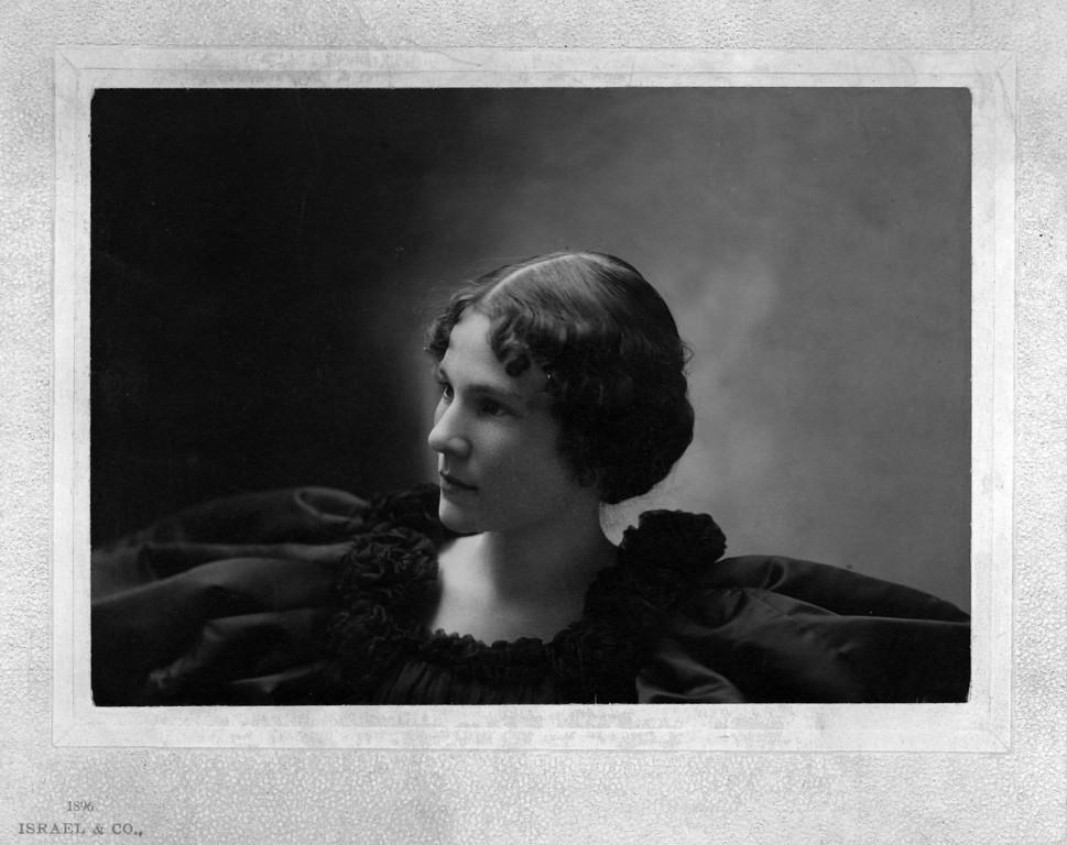 ca. 1896.  Margaret May Brown (Innes) (1874-1946).  Photo:  Israel & Co., Wichita, Kansas.