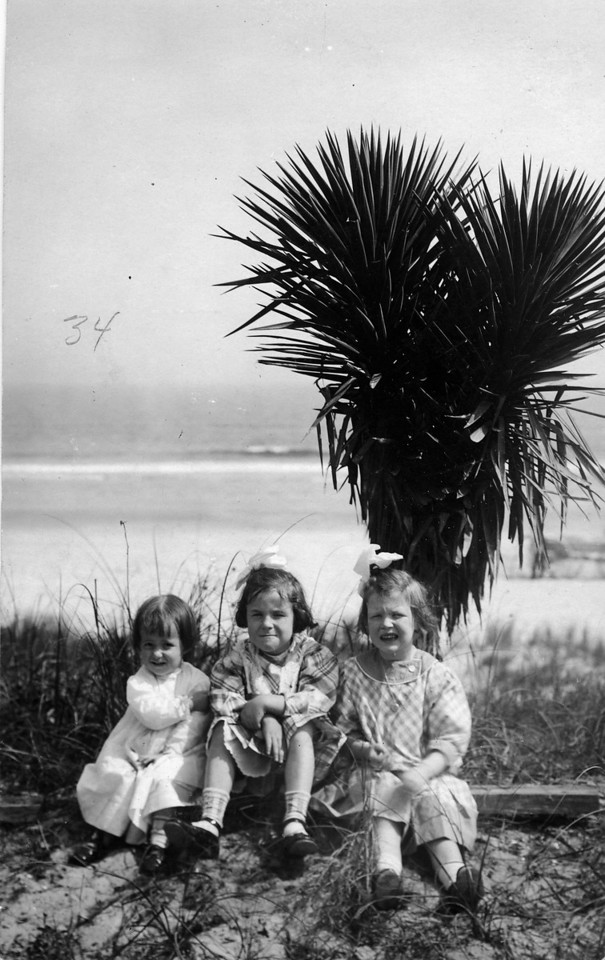 ca. 1910 Florida.  From left to right:  Julia Woods (Lavender) (1908-1983), Elizabeth Woods (1905-1937), Anne Katherine Innes (Phillips) (1905-1993).