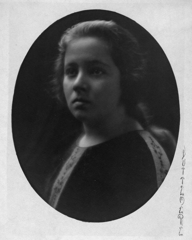 Louise Innes (Cavangaugh)??  (1906-1946).  Photo:  Buttemere, Los Angeles, California.