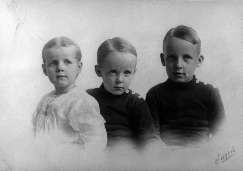 Guessing:  maybe about 1920, maybe children of George McKibbin Brown (1882-1930) and Helen Elizabeth (Pratt) (1882-1973):  from left to right - Harry Hoffman Brown (1918-1943), Charles Lee Brown (1915-1984), George McKibbin Brown Jr. (1911-1967).