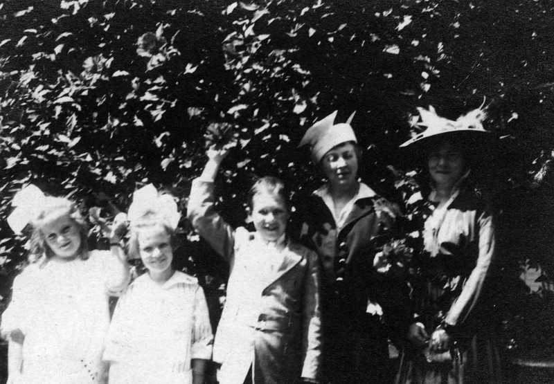 1913.  Written on back:<br /> Left to Right - Louise Innes Cavanaugh (1906-1946), Anne Katherine Innes Phillips, Walter Pease Innes Jr., Sarah Innes Doran, Margaret Brown Innes   1913