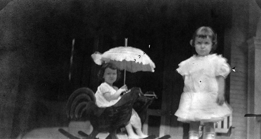 ca. 1910?  Anne Katherine Innes (Phillips) (1905-1993) and Elizabeth Woods (1905-1937).