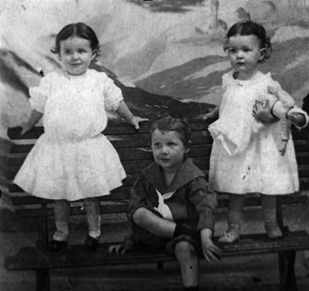 1907.  From left to right:  Elizabeth Woods (1905-1937), Walter Pease Innes Jr. (1902-1977), Anne Katherine Innes (Phillips) (1905-1993).