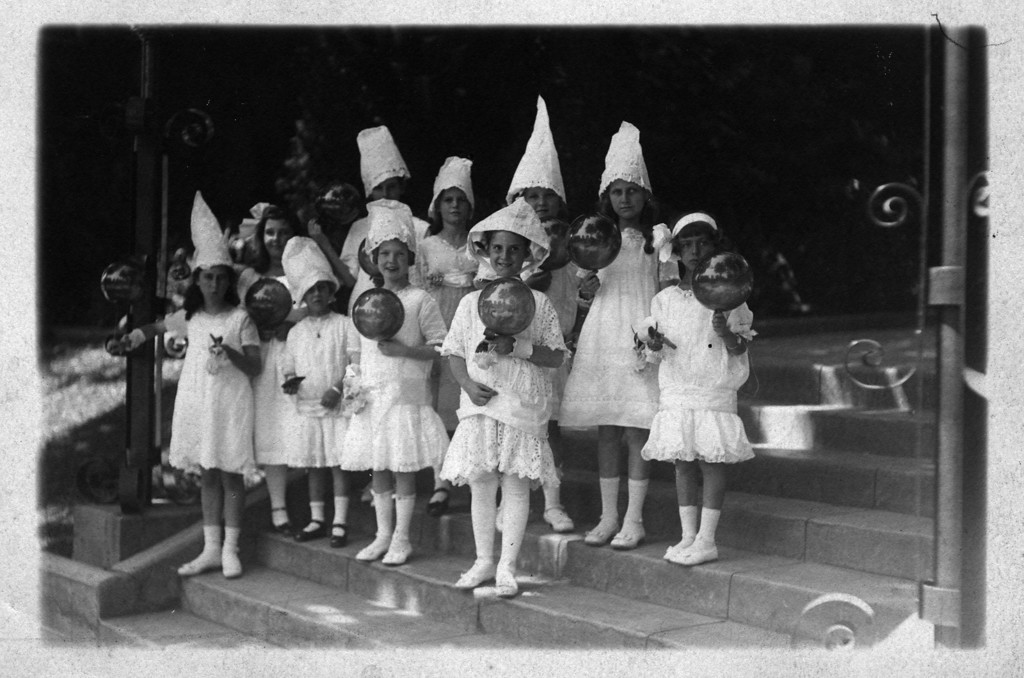 First row, second from right:  Anne Katherine Innes (Phillips) (1905-1993).