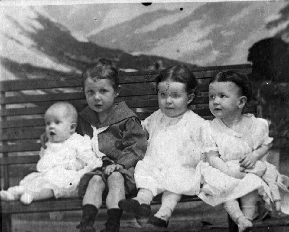 1907.  From left to right:  Julia Woods (1907-1908), Walter Pease Innes Jr. (1902-1977), Elizabeth Woods (1905-1937), Anne Katherine Innes (Phillips) (1905-1993).