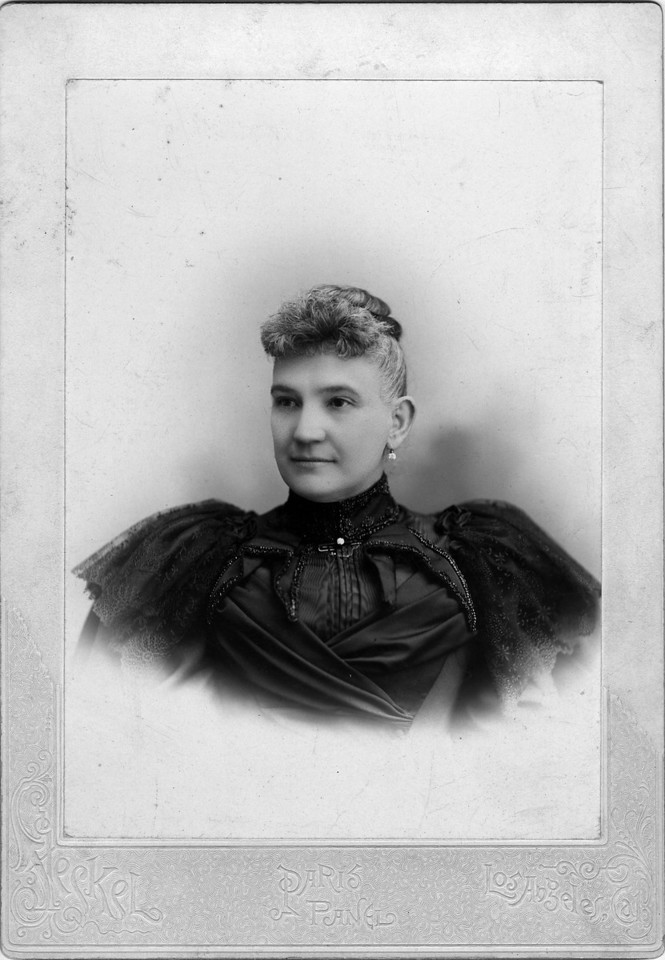 ca. 1900.  Eliza (Matheson) Innes (1847-1910), wife of George Innes.  Photo:  Steckel, Los Angeles, California.