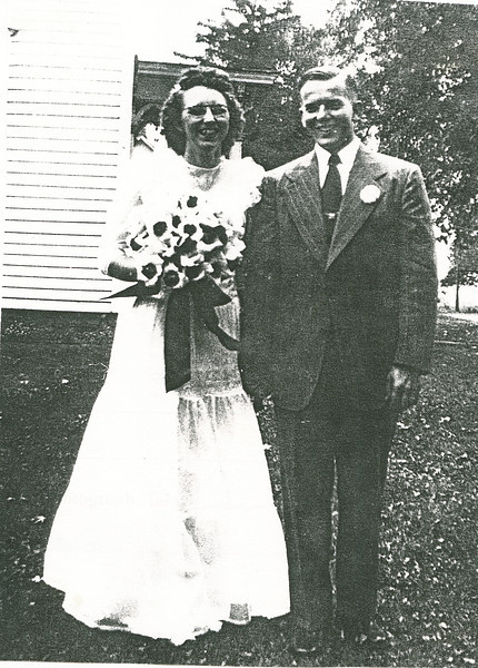 "Bonnie Jean Palmer (1924-2004), Elmer H. Harvey (1924-1989) Written in the Rogers Reunion Photo Album Volume III page 85 ""Bonnie Jean Palmer m: Sept 7, 1946 at Leaf River IL Christian Church to Elmer Harvey"""