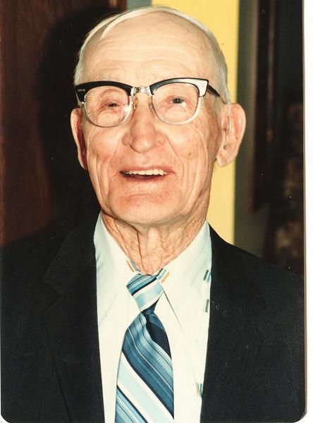 "Byron Elmer Dew (1893-1986)  Written in the Rogers Reunion Photo Album Volume III page 39 ""Elmer Dew Nov 3, 1981"""