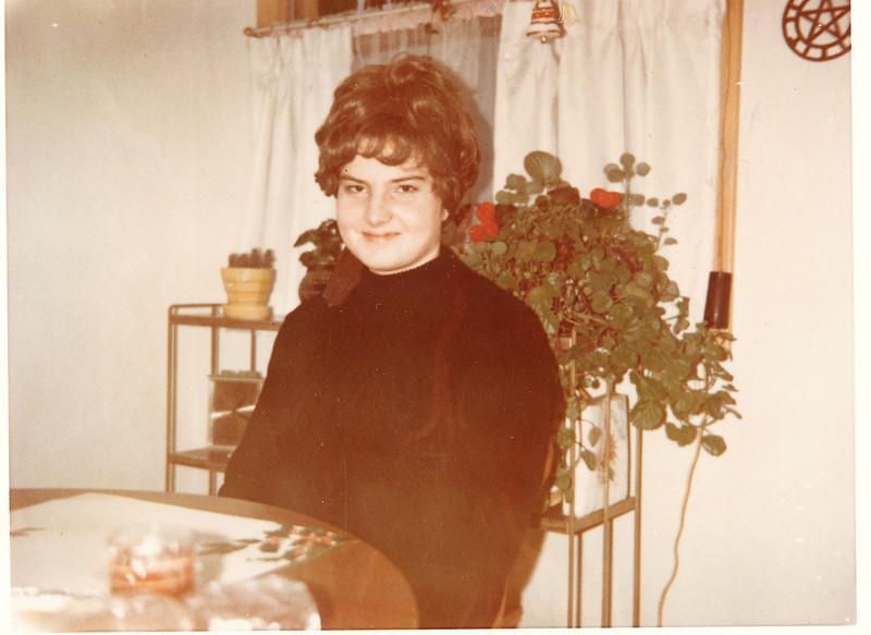 "Eileen Kay (Harvey) Murphy (1948-1997)  Written in the Rogers Reunion Photo Album Volume III page 88 ""Eileen (Harvey) Murphy 1980s?)"
