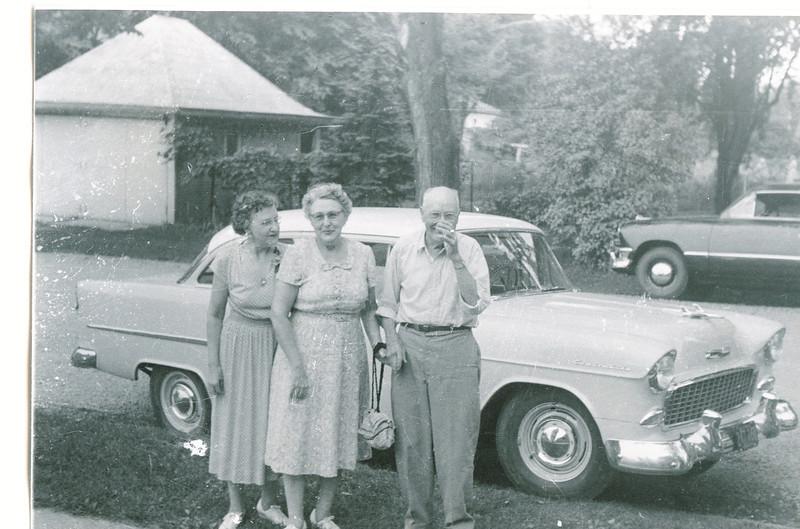 """Josie Louisa (Dew) Brinker (1897-1999), Mary Lavinna (Dew) Frawert (1895-1992), William Alfred Dew (1869 – 1965)  Written in the Rogers Reunion Photo Album Volume III page 64  """"Josie (Dew) Brinker, Mary (Dew) Frawert, Wm A. Dew"""""""