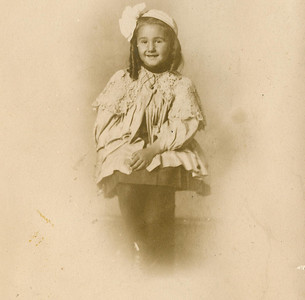 "Leta Lodema Rowland (1902-1998)  Written in the Rogers Reunion Photo Album Volume II page 13 below the photograph ""Leta Rowland – Age 5 b. 1902"""