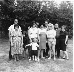 Evelyn and Chester.  Karen, Phyllis and Marty Jones, Floyd, Margie, Jack Howard, Sande, Paul Akers and Anna.