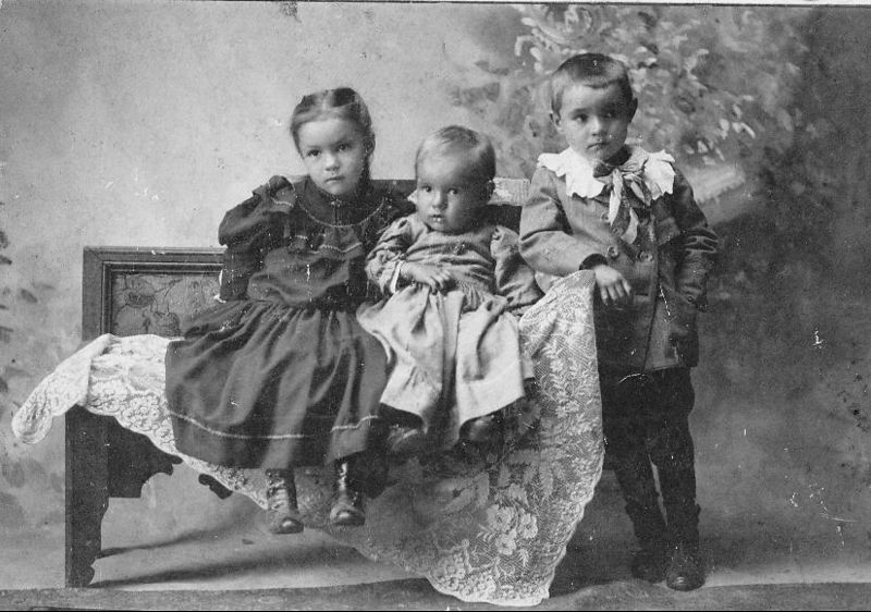 Effie Rhodes Holley, Roy Rhodes, Lawrence Rhodes.  Children of Ben Rhodes and Laura Geckler Rhodes.