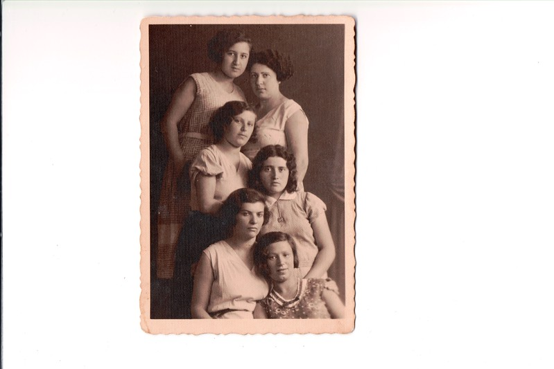 At the top of the picture is Shoshana Schwartzbart whose birth name was Royza Felman