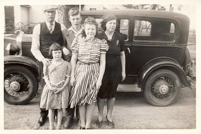 Pearl Majors and Delores Venable with Mary Jane, Leroy, Helen. circa 1940