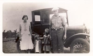 Delores (Venable) Majors, Helen, Leroy, Pearl Majors; circa 1933