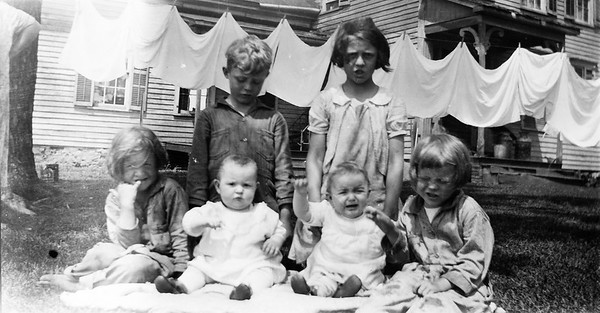 Front L to R - Pearlie, Faye, Fern, Unknown Rear - Unknown Boy and Mary Louisa 1933