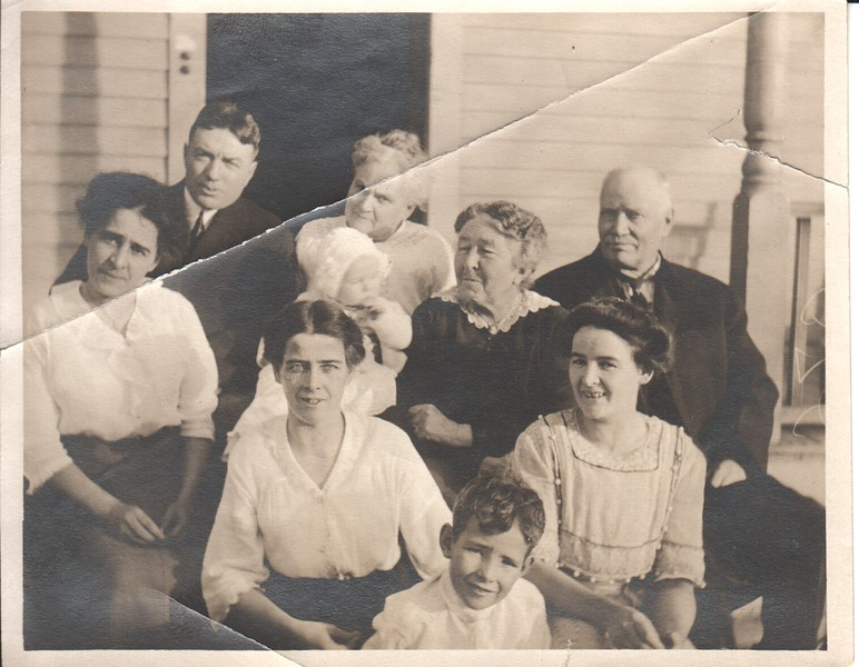 Stewart family and relatives, Thanksgiving 1914.