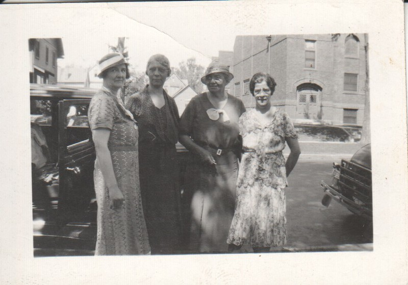Bess Littlefield and Lu Stewart with friends, 1933