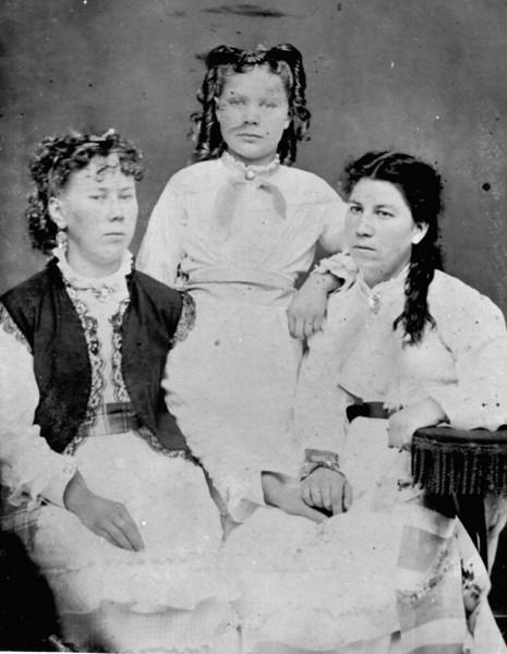 Christina, Louisa & Regina Goodletson