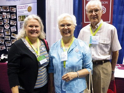 Cindy Frazier Summers '76 and her parents Gene '51 and Bonnie Frazier