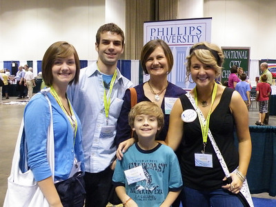Phillips Legacy Scholar Alexis Branaman (TCU) on far right, with her family.