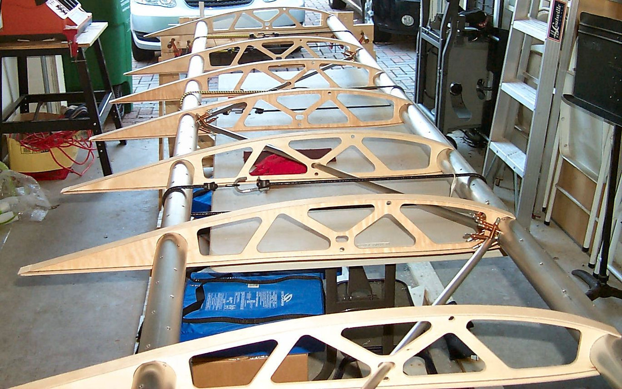 "The ""truss"" type rib supports of the Kitfox's wing can be seen in this photo."