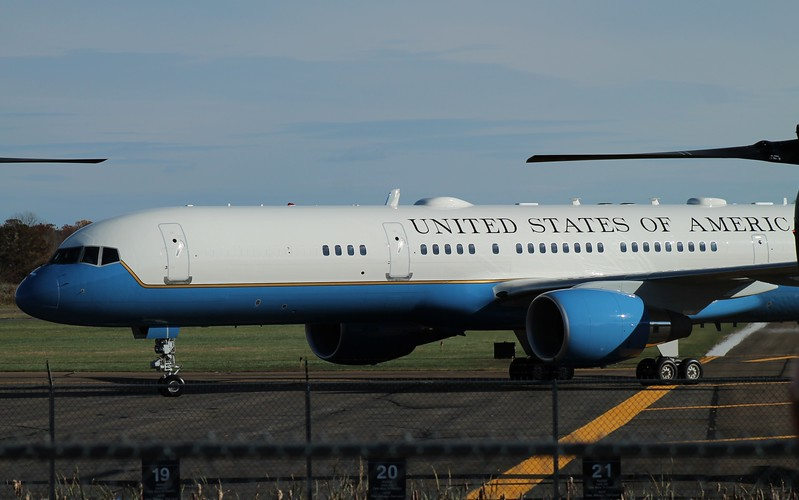 President arrives at Tweed New Haven Airport on VC-32A [99-0016] 11-2-2014.