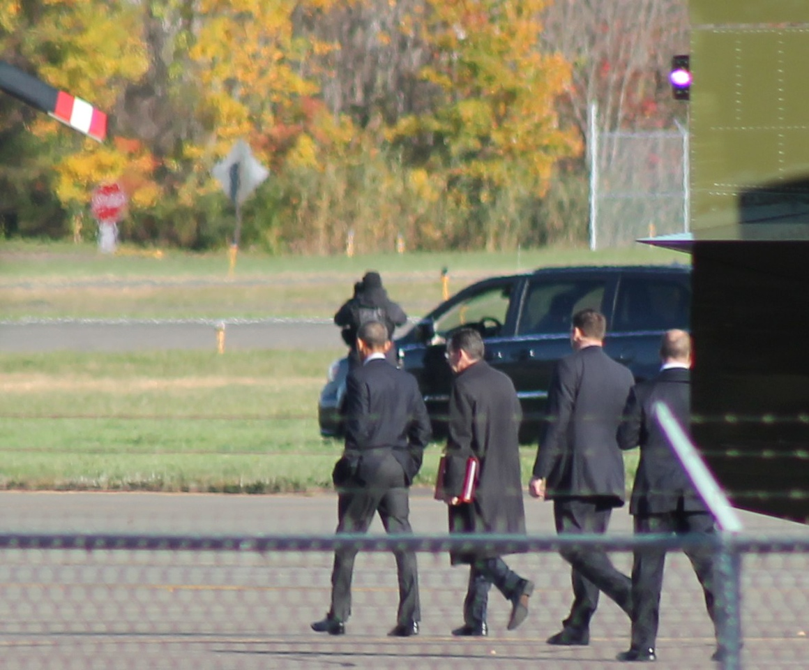 Obama walks with CT Gov. Malloy. 11-2-2014