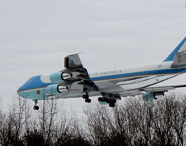 Air Force One VC-25A [92-9000] approaches RWY6 at Bradley Int'l Airport 3-5-2014