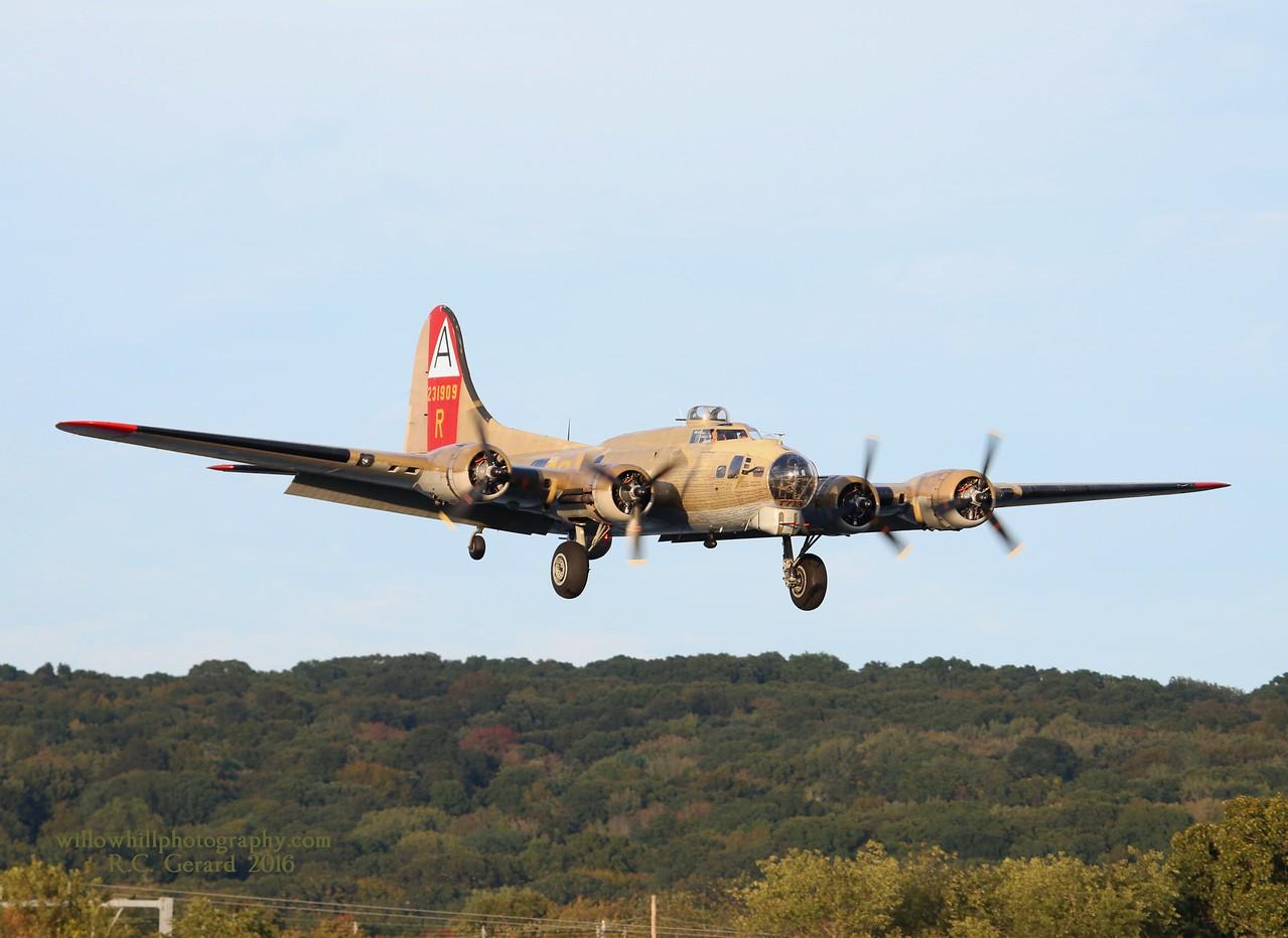Collings Foundation B-17G inbound Rwy 23