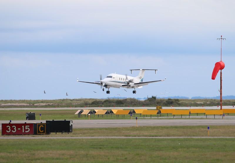 Raytheon 1900D [N842E] landing runway 5