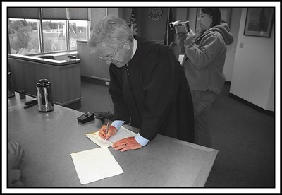 Judge Lipscomb signing the papers 029