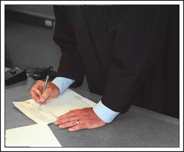 Judge lipscomb sign papers closer 028