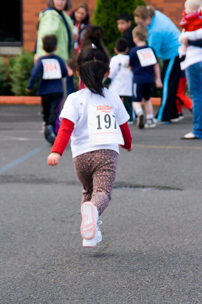 2010 Jog-a-Thon Isabella (look mom no feet are touching the ground)