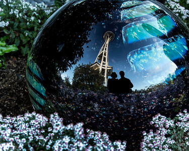 A;ex and Joanne in Chihuly Gardens