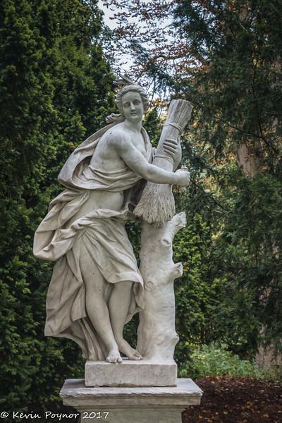 30-Nov-17 Statue at Waddesdon Manor.