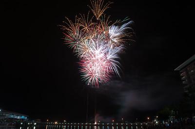 New Year Fireworks Darwin Waterfront 20101231 GS7_7843