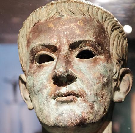 Caligula DSCF6882-68821-2