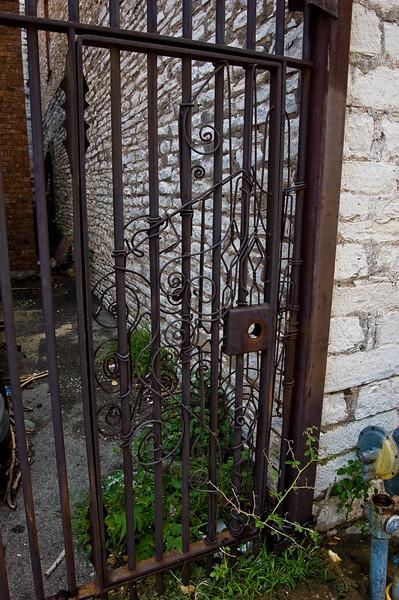 rusty gate-4