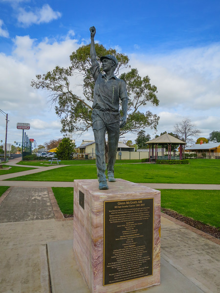 Glenn McGrath (AM) Statue - Narromine, New South Wales