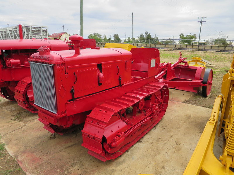 Allis M - Ilfracombe, Queensland<br /> The 34 model Allis M was owned a number of people, including Cliff Rogers, Bill Shannon, Peter Shannon, Keith Hickmott and David Ross. It was used for a variety of tasks, including Tank Sinking and Fire-ploughing.