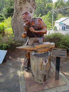 King Billy pine sculpture of Jim Hinchey (1874-1951) - Geeveston, Tasmania By Bernie Tarr