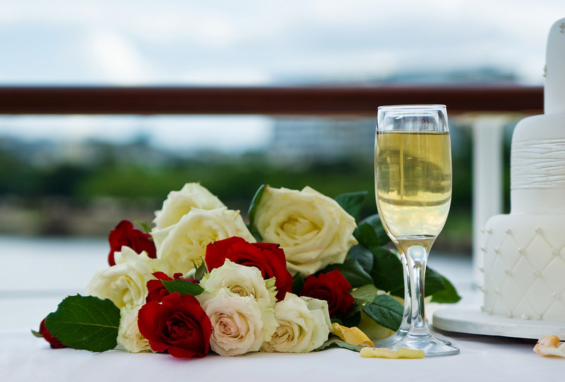 Wedding on the Brisbane River: Bouquet, Cake and Champagne