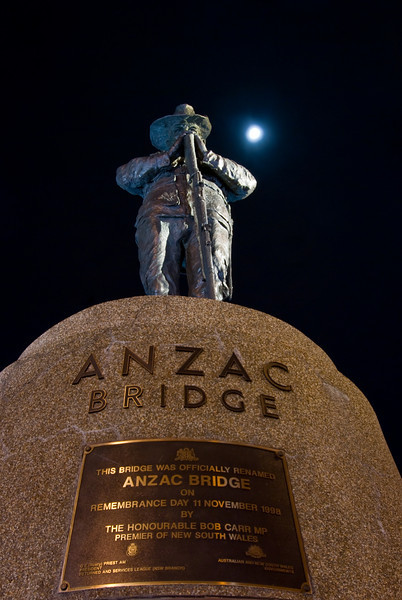 A statue of an Anzac digger on the Anzac Bridge
