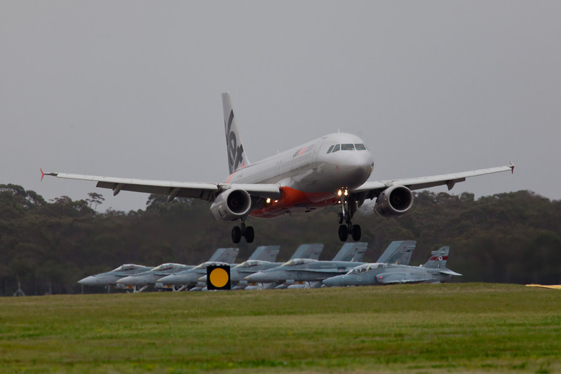 Jetstar Airways Airbus A320-232 (VH-VQF) Landing Near RAAF F-111Cs and F/A-18s