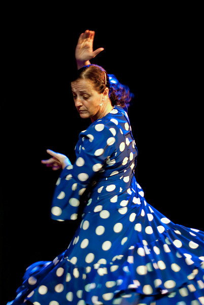 I had the great opportunity to shoot at the dress rehearsal for Cositas Flamencas with the Mosman Camera Club. I have never shot either dance or stage performances, so jumped at the chance to learn something new.