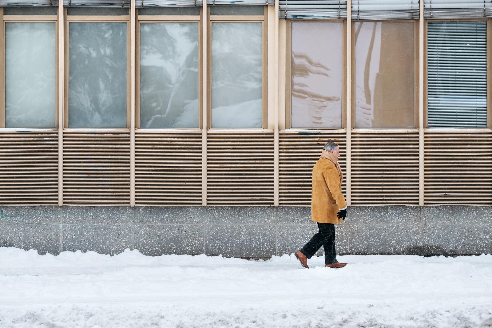 An old man walking in Champel