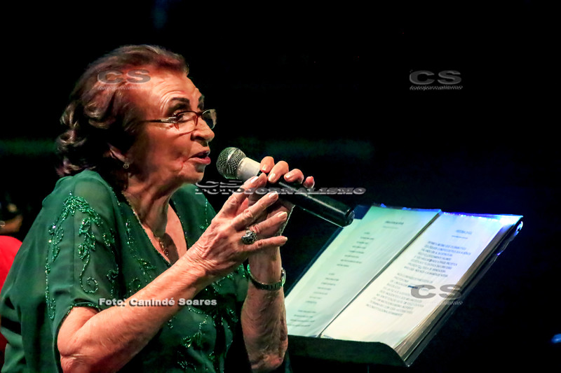 Glorinha Oliveira